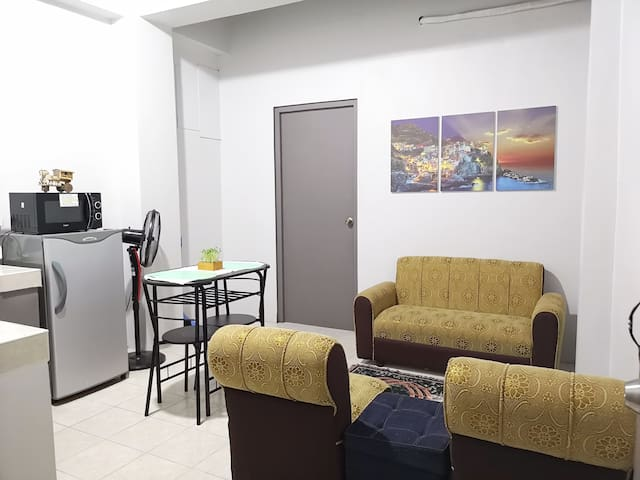 MOONSTONE: 1BR Flat | 5 mins from Subic w/ NETFLIX