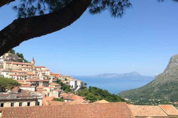 COSY STUDIO with GARDEN, historic Maratea WIFI/AC