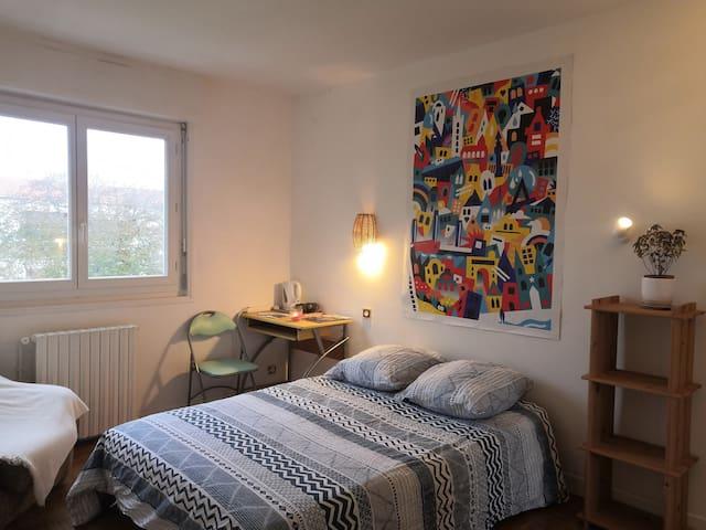 Chambre spacieuse, Biarritz tout à pieds !
