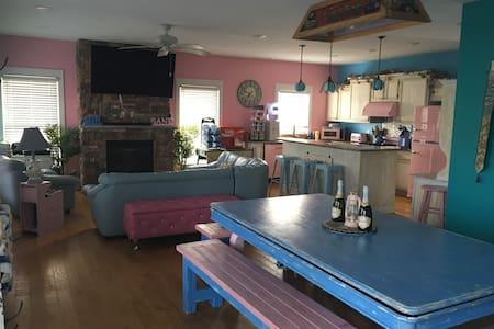 Hi Tech Beach Cottage w/ Freebies like Ice & Soda - Michigan City - 独立屋