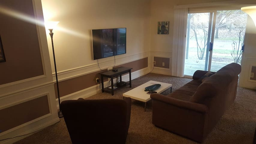 First floor apartment near the theater - Maumee - Apartamento