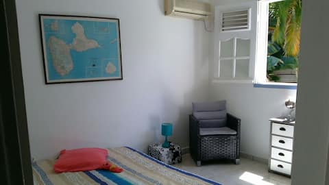 Cosy bedroom private bathroom, 2 min from beach