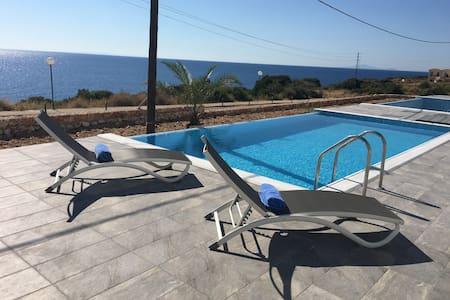 Elegant 3 bedroom villa with private pool sleeps 6 - Skala  - Villa