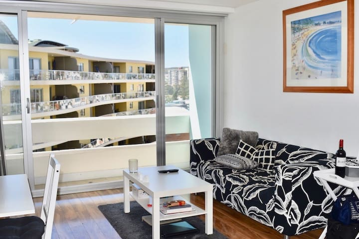 Manly Beach Side Apartment - Fantastic Location