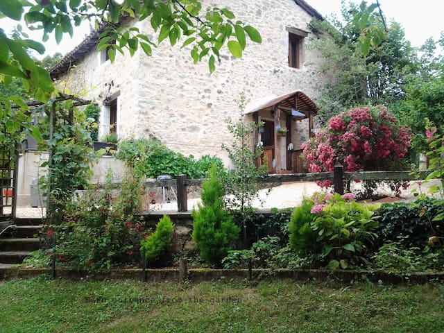 Peaceful home & gardens close to St Jean de Cole