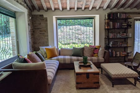 Stunning Umbrian hilltop cottage hideaway