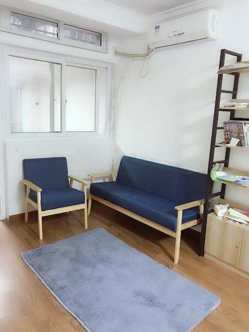 一个3人位沙发+一个单人位沙发