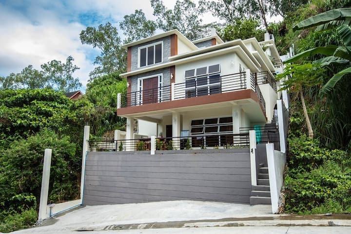 Casa de Manansala Tagaytay Vacation Home