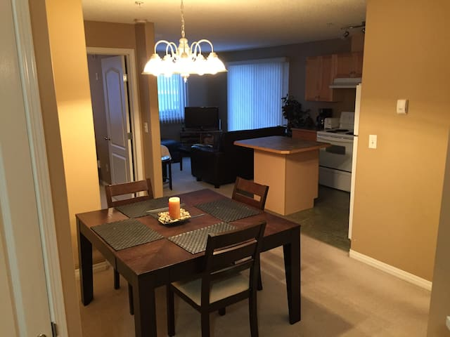 Family friendly, Bright & Clean 2 Bedroom Condo - Edmonton - Pis