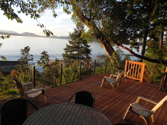 Incredible 2 Bed Oceanfront Cottage With Hot Tub - North Saanich - Cabaña