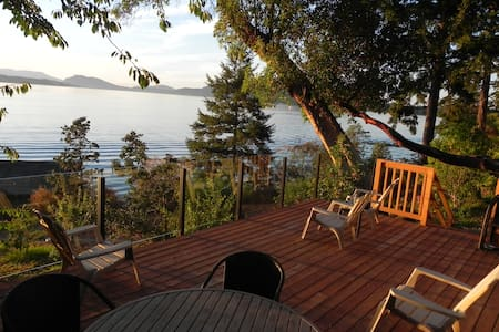 Incredible 2 Bed Oceanfront Cottage With Hot Tub - North Saanich - Mökki