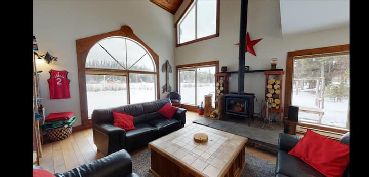 Luxury Cabin w/ Hot Tub on Acreage near Big White