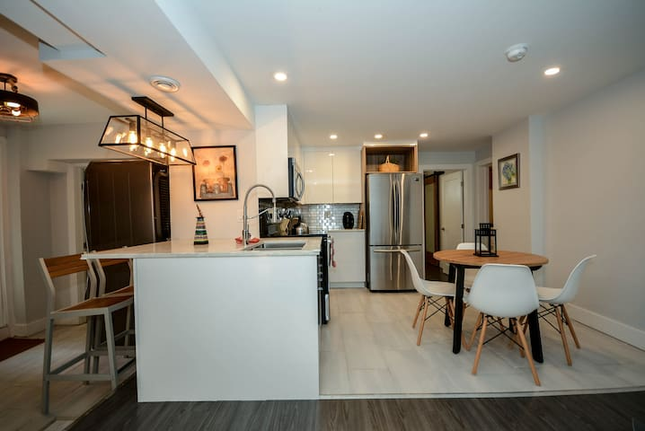 "Modern Downtown 3BDR ""Luxury+Spacious+Creative"""