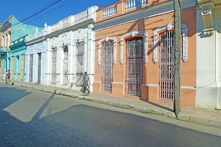 Casa El Viajero - Room 1 - Elegant Colonial Home - Camagüey - Maison