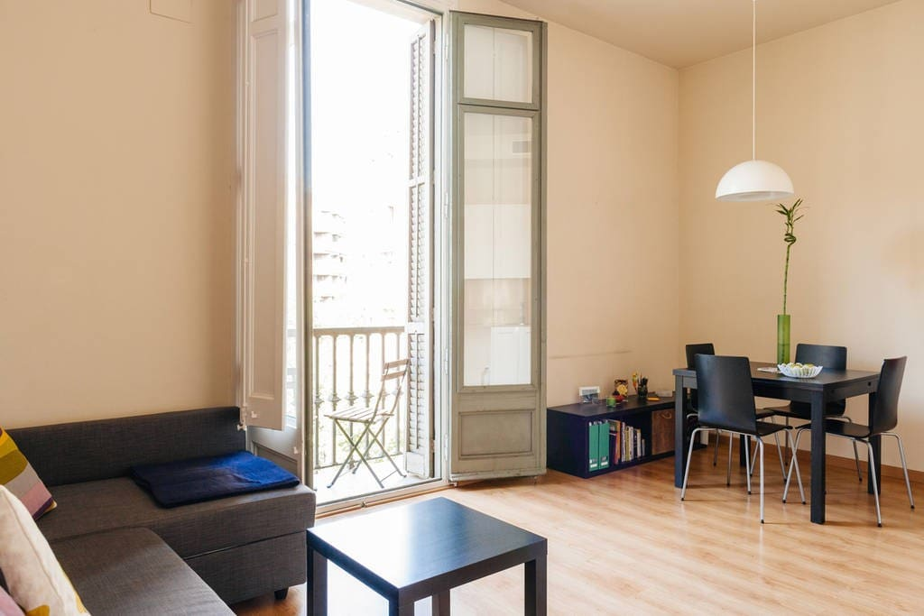 Charming 1br apartment in eixample appartamenti in for Appartamenti eixample barcellona