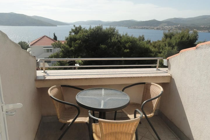 Two bedroom apartment with balcony and sea view Okrug Donji, Čiovo (A-5244-e)