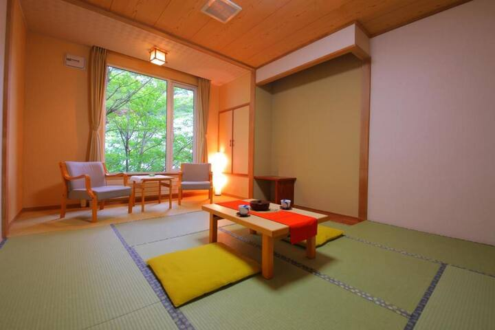 Transfer from JR Noboribetsu sta / Onsen open-air bath available / 2 Meals included / Capacity for 3 people
