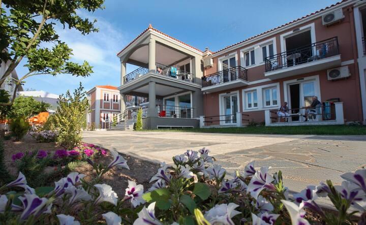 Sun and Sea Luxury Hotel
