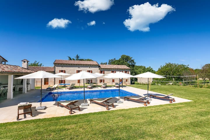 Spacious holiday home Villa Krculi with pool