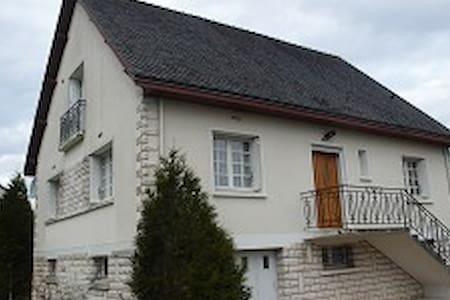 Belle chambre dans une Maison Solognote - Lamotte-Beuvron - House - 0
