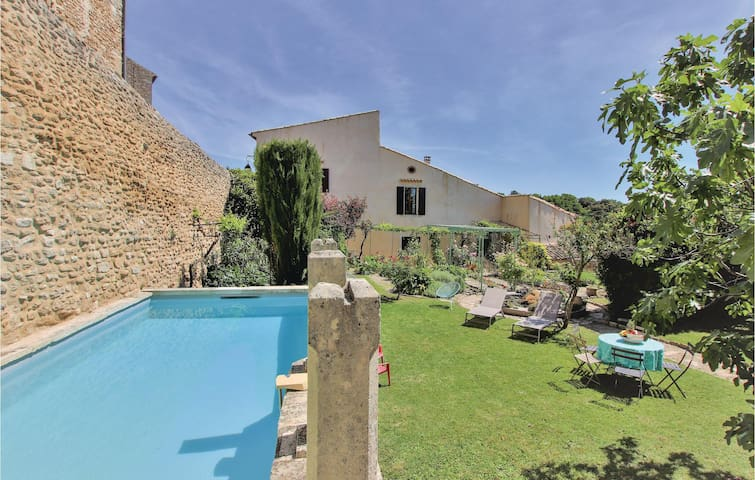 Amazing home in Grignan with WiFi and 3 Bedrooms