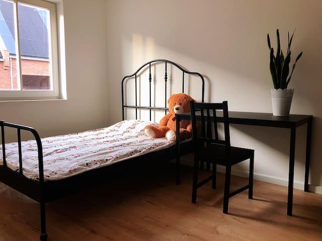 Clean & Private Room Close to TU Delft and Center
