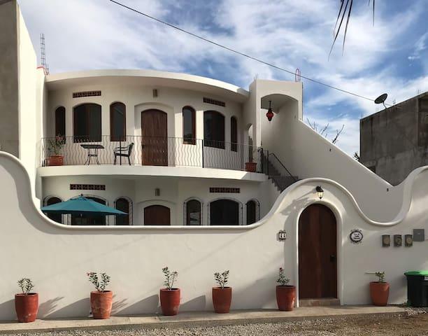 Casa de Suenos Tropicales (second floor flat)