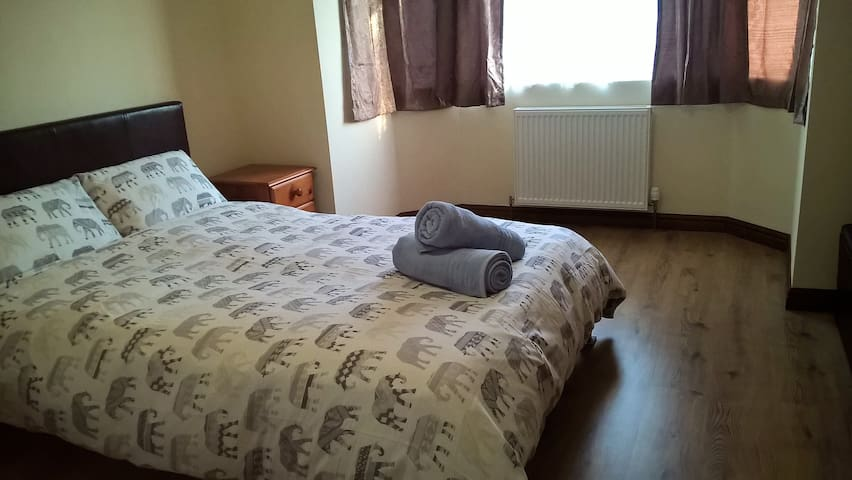Double Room private Bathroom near Heathrow