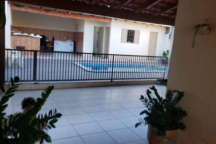 Quarto casal com suíte, acesso a piscina e wi-fi