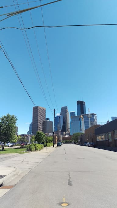 Downtown Minneapolis 10 minutes away.  Downtown St. Paul within 5 minutes.  Perfect location to experience the Twin Cities!