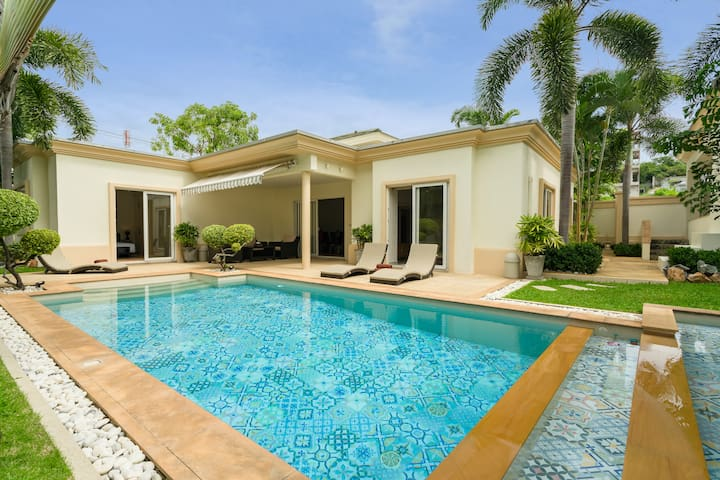 Luxury Pool Villa 44 / 3 BR 6-8 persons