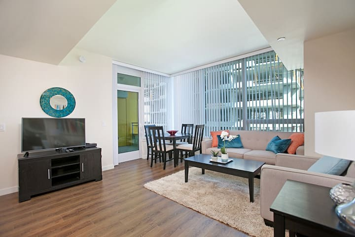 Bright 2BR Apt. in Trendy East Village