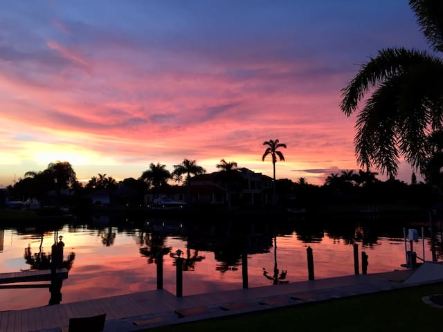 6 Bedrm Waterfront Home with Amazing Sunset Views