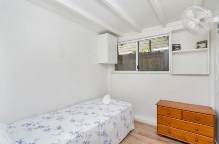 Small, Cozy and close to town3 - Parramatta Park - Apartment