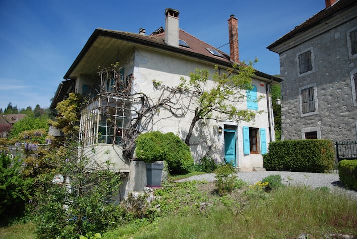 Village house, lake views and close to lake Annecy - Talloires-Montmin - Casa