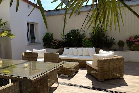 House Indu's / Chambre Romantique - Saint-André-les-Vergers - ที่พักพร้อมอาหารเช้า
