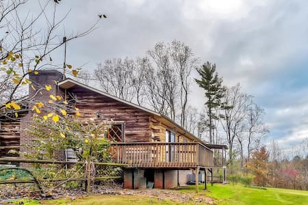 Gorgeous 3BR Hays Cabin w/Views - Hays - Casa de campo
