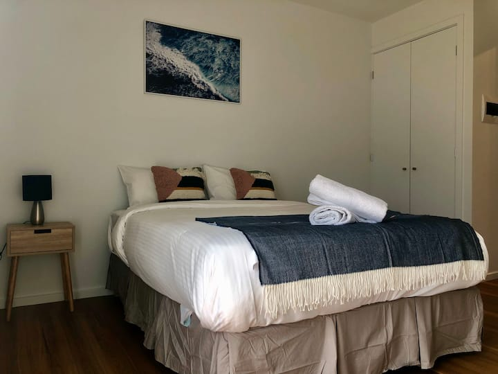 The Jetty Lake Nagambie Studio room (unit 14)