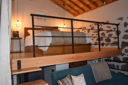 Ribeira House II - private terrace, AC & breakfast