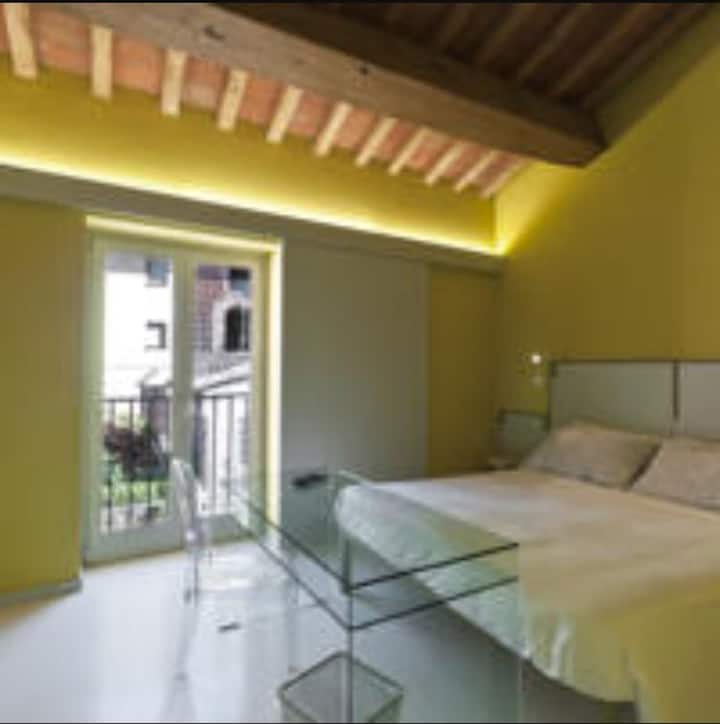 Yellow Room, LUXURY ROOM IN TUSCANY