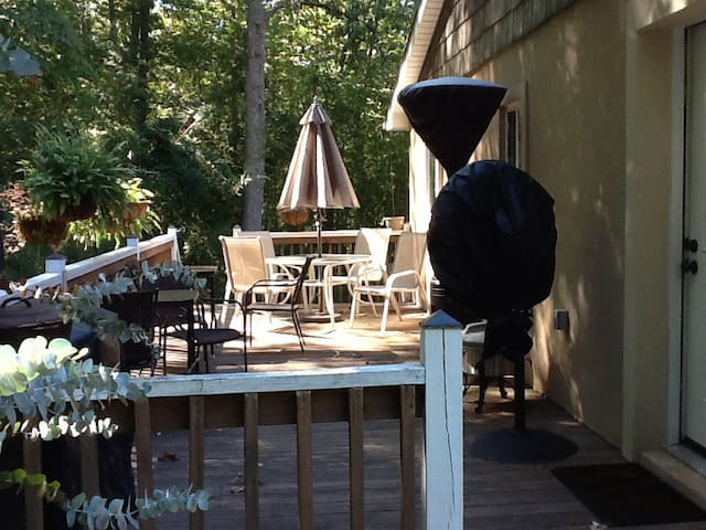 The Cottage - Entire Upper Level/Apt 2 BR  plus