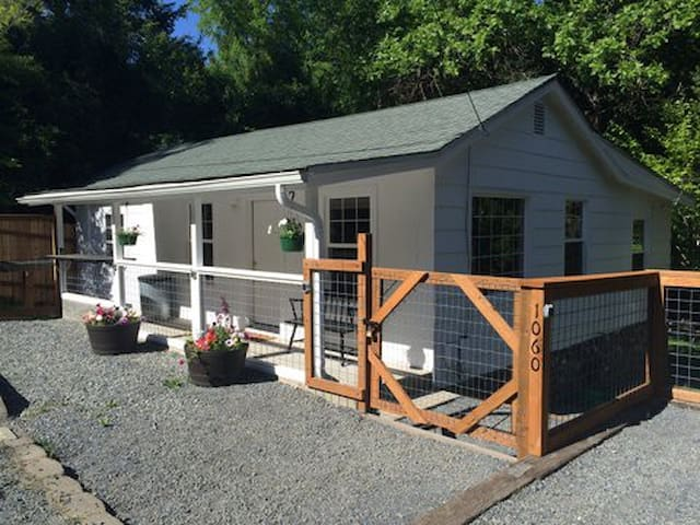 Daisy Creek Cottage-Pet Friendly! - Jacksonville - Maison