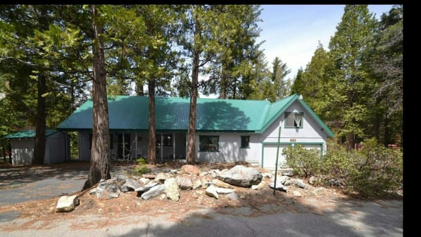 Large and spacious two story cabin. - Shaver Lake - Cabana