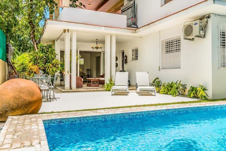 Beautiful! Comfortable! 7BR Villa in Miramar/wifi