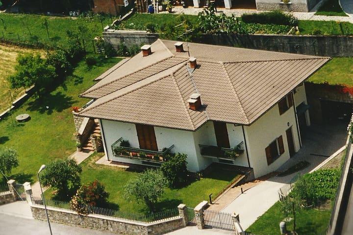 - Villa Oliva - Ferienhaus 7 Pers.- 200m zum See - Anfo - Rumah