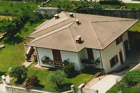 - Villa Oliva - Ferienhaus 7 Pers.- 200m zum See - Anfo