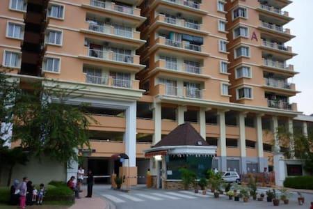 Medium Room For Rent PV6 Taman Melati Clean & Cosy