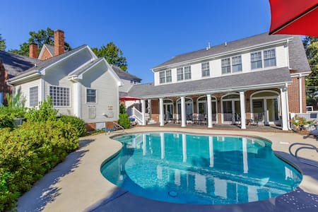 Entire Home with pool, pavilion, basketball ct.