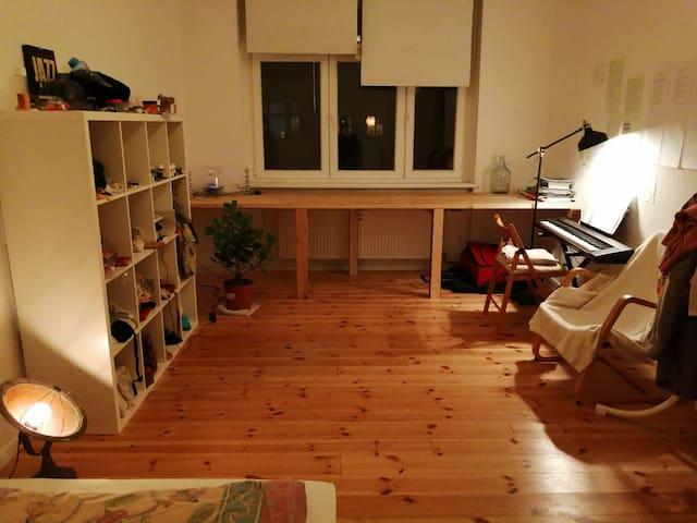 Zimmer in schöner Prenzlauer Berg Altbau-Wohnung