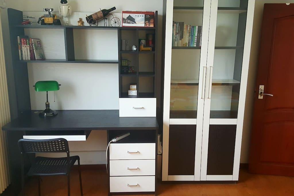 电脑桌书柜